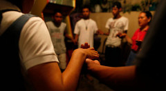 Reuters-Mexicans-pray-together-photog-Tomas-Bravo