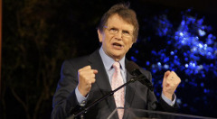 reinhard-bonnke-fists